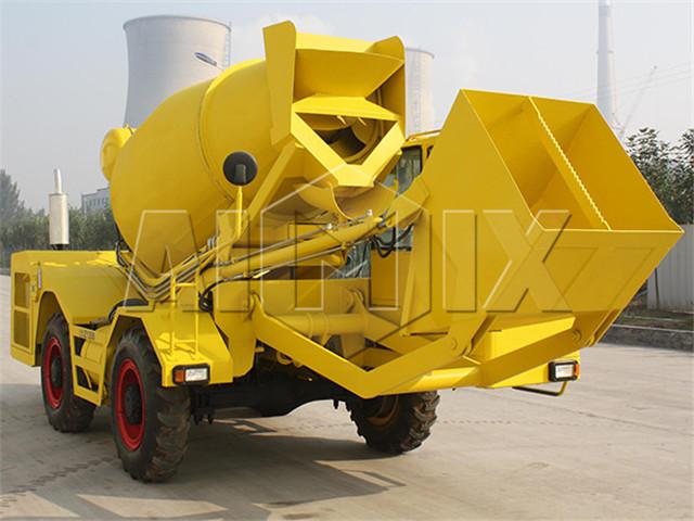Self-Loading Concrete Mixer in China